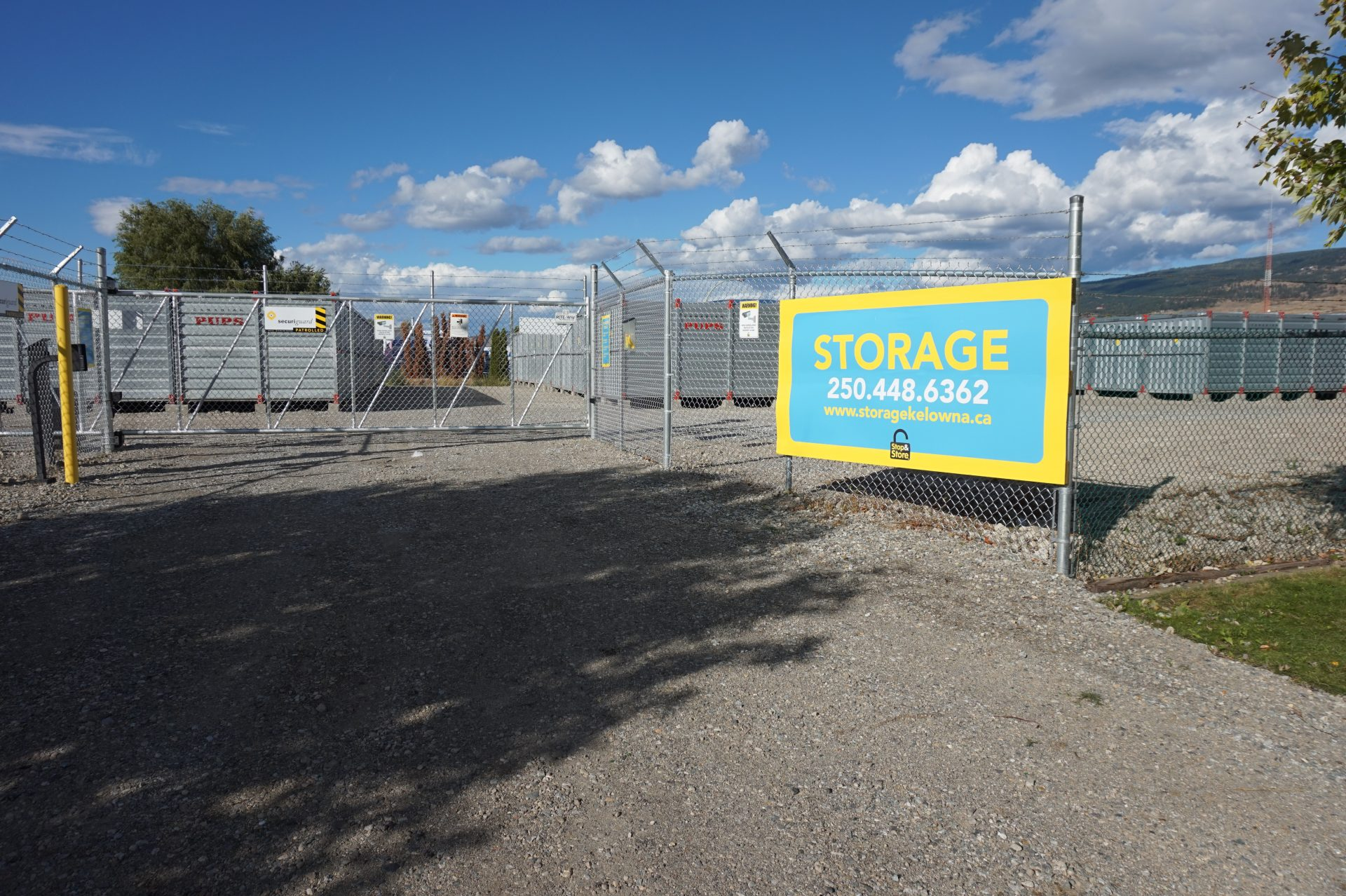 storage kelowna, stop and store, entrance